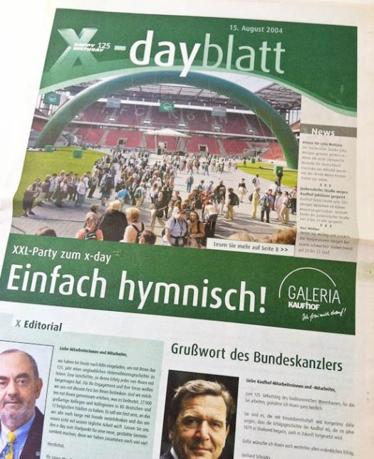 Titelbild des Extrablatts zur 125-Jahr-Feier von Kaufhof © Till Erdmenger – Business Photographie