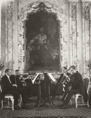 August Sander: Das Brühler Schlossquartet, um 1922 © Die Photographische Sammlung/SK Stiftung Kultur –  August Sander Archiv, Köln; VG Bild-Kunst, Bonn, 2014